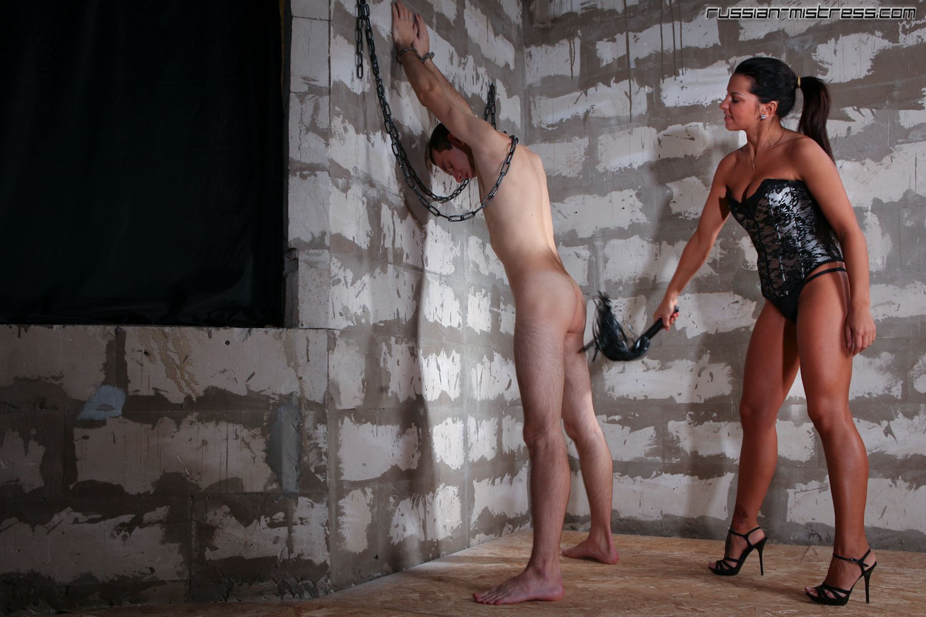 whipping slave in chains,