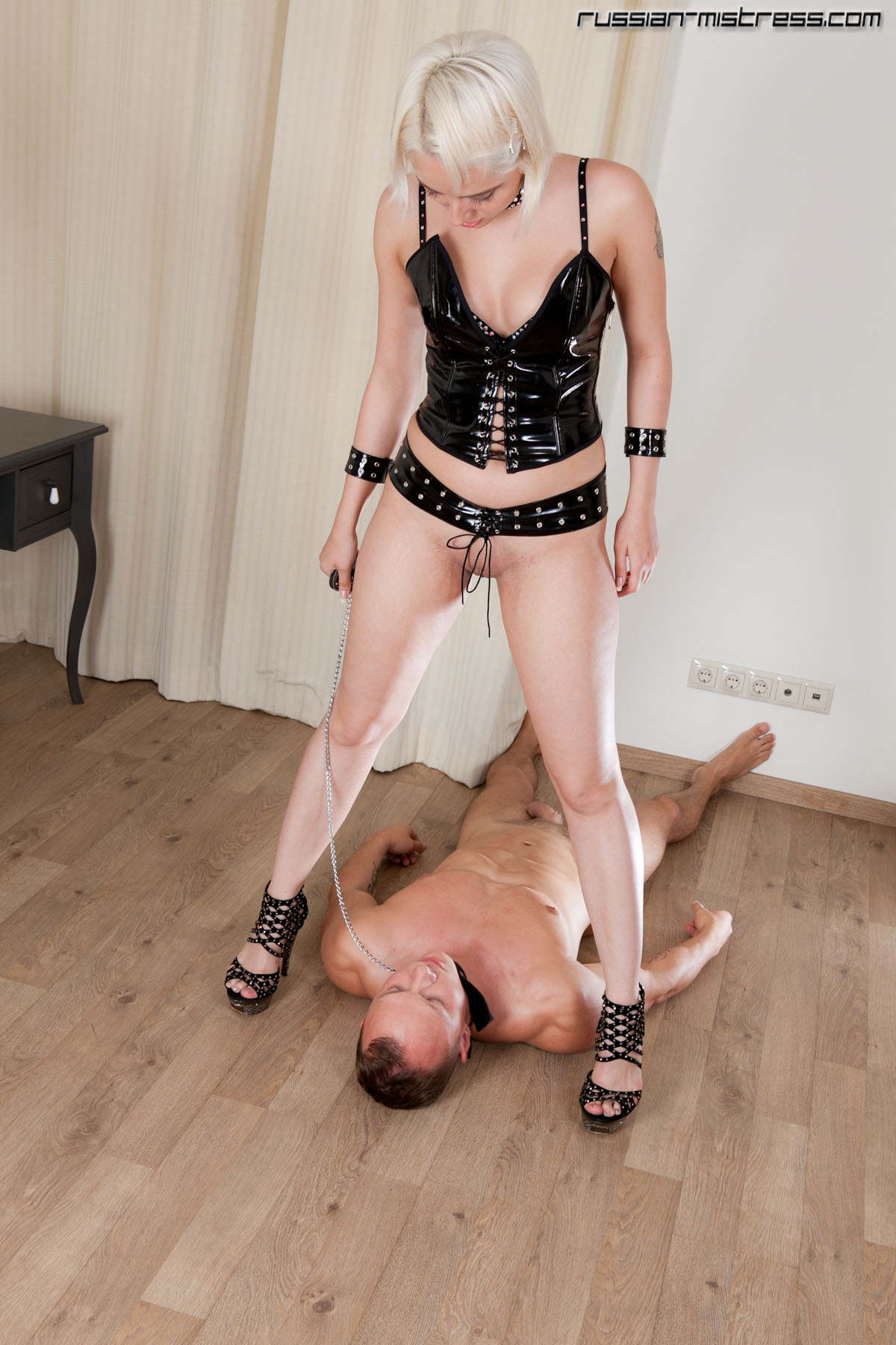 A pathetic wanker getting exposed for his mistress 8