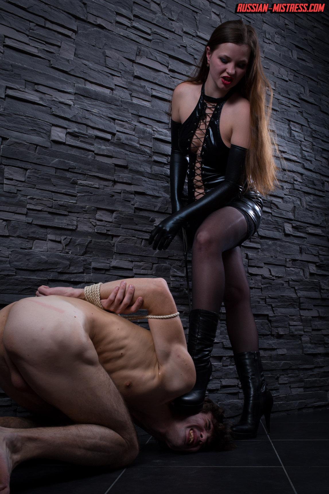 http://russianmistress.femdomworld.com/222/03/pics/img05.jpg
